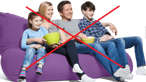 ヨギボーに座る家族